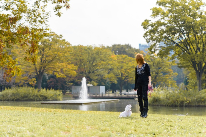 Pet and owner photography by Tokyo Photographer Cristian Bucur in Yoyogi Park, Japan.