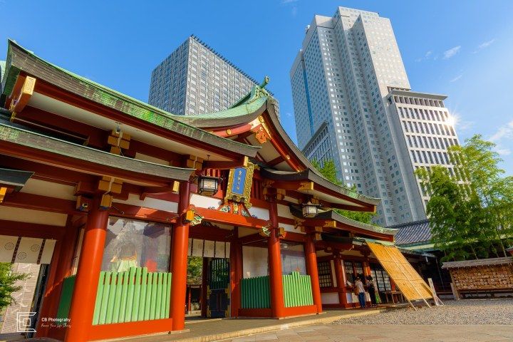 One of the Hie Shrine buildings against the high-rise buildings near by